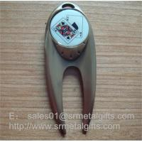 Best quality metal golf pitch forks, poker game design epoxy dome golf divot tools, Manufactures