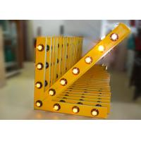 Solar Arrow Board Aluminum Traffic Arrow Sign With 13 Pcs Warning Lamps Manufactures