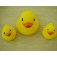 Small Baby Shower Rubber Duck Family Bath Set , Floatable Promotional Rubber Ducks  Manufactures
