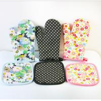 OEM Printed Oven Gloves , Cute Oven Mitts Various Colors Slip Resistant Manufactures
