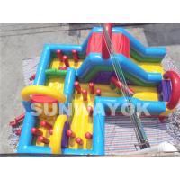 Colorful Amusement Park Large bouncy assault course hire With double stitching Manufactures