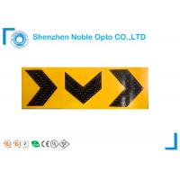 China Yellow Arrow Traffic Light Solar Power Signs 72 Hours For Train Station on sale