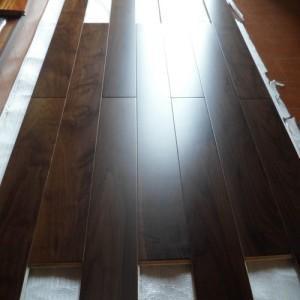 China Walnut Engineered Flooring/Walnut Engineered Multi-Plywood Flooring (EW-1) on sale