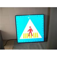 Pedestrian Crossing Solar Traffic Signs Aluminum Board Customized LED Quantity Manufactures