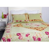 Embroidered Velvet Quilted Bedspread , Straight Lines 3pcs Cotton Quilts And Coverlets Manufactures