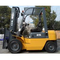 China 2.5T gasoline industrial forklift truck equipment in manufacturing and warehousing operations on sale