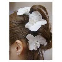 This is a hair accessory with a set of three elegant and gorgeous phalaenopsis orchids Manufactures