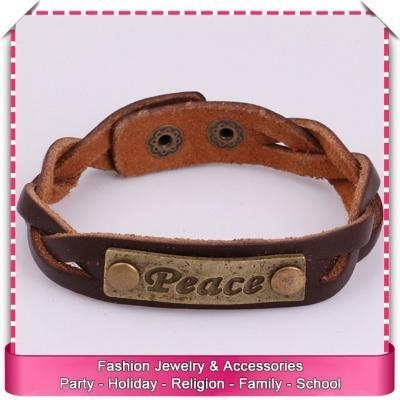 Quality Pu leather cuff bracelet with engraved metal plate, hot sale engraved leather bracelets for sale