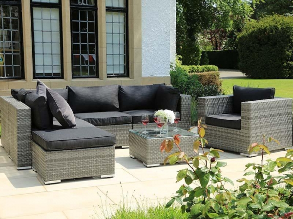 China PE outdoor garden furniture rattan chair and table set